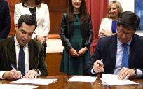 Juanma Moreno (PP) y Juan Marín (Ciudadanos), firman el acuerdo de Gobierno en Andalucía