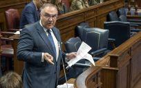 José Manuel Baltar, consejero de Sanidad de Canarias, interviniendo recientemente en el Parlamento regional.