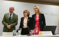 Faustino Blanco, María Luisa Carcedo y Beatriz Domínguez-Gil, durante la presentación del balance de actividad de donación y trasplante en 2018 en la sede del Ministerio de Sanidad, Consumo y Bienestar Social