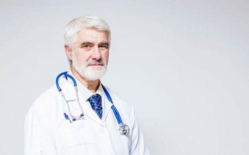 Sanidad y autonomías apuestan por el retraso voluntario de la jubilación de los médicos