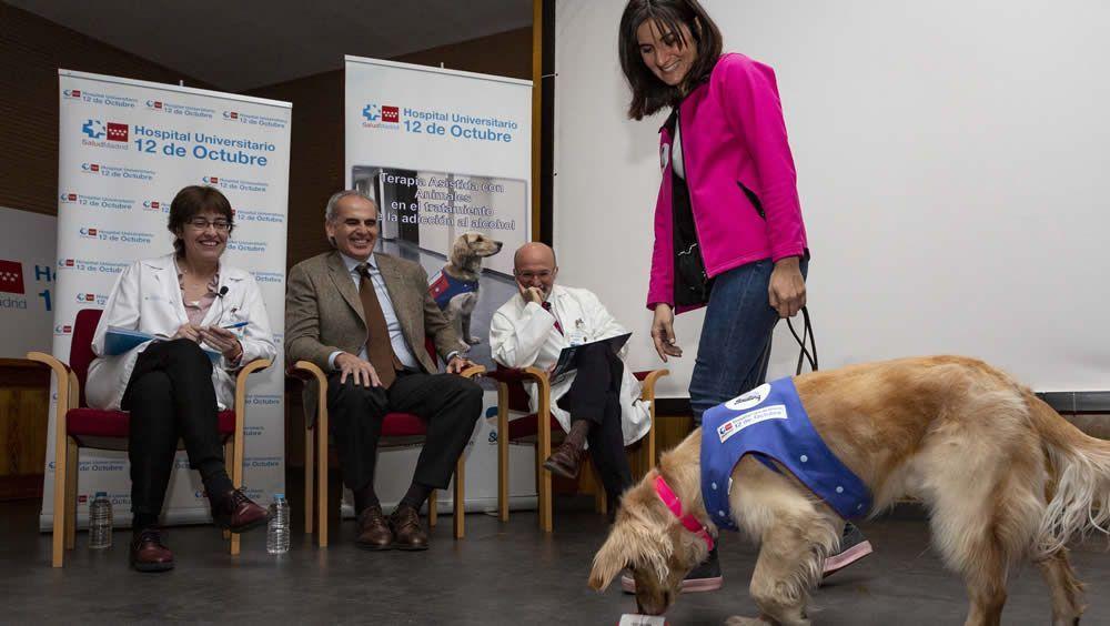 Ruiz Escudero, durante su visita al Hospital 12 de Octubre