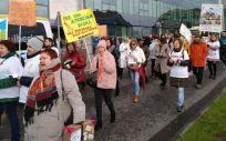 Trabajadores del servicio de Urgencias del Hospital Clínico de Santiago manifestándose el pasado lunes a las puertas del centro.
