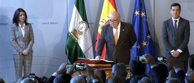Jesús Aguirre, tomando posesión de su nuevo cargo como consejero de Salud y Familias de la Junta de Andalucía.