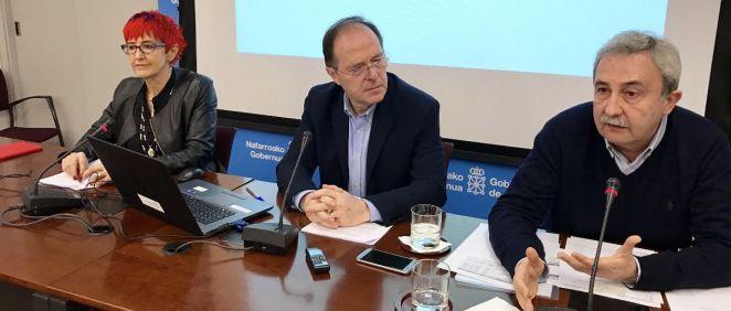 Induráin, Gabilondo y Ruiz en la rueda de prensa en la que han explicado la situación actual de la sanidad navarra
