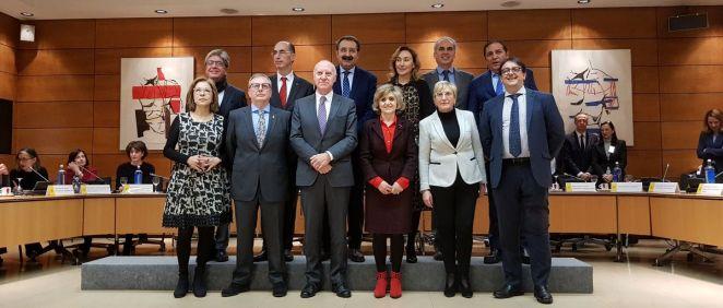 La ministra de Sanidad, María Luisa Carcedo, preside la Comisión de RR.HH. del SNS a la que han acudido varios consejeros.