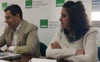 De izquierda a derecha: Juanma Moreno y Catalina García, en un encuentro con Satse Andalucía
