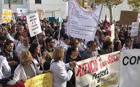 Los profesionales sanitarios de la sanidad concertada de Cataluña mantienen sus protestas.