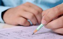 El examen tipo test constó de 225 preguntas, más diez de reserva, y ofreció en cada pregunta cuatro posibilidades de respuesta.