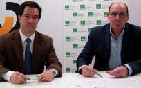 Los representantes del Sindicato de Enfermería (Satse) en el País Vasco, y el Colegio Oficial de Fisioterapeutas del País Vasco firman el convenio marco de colaboración