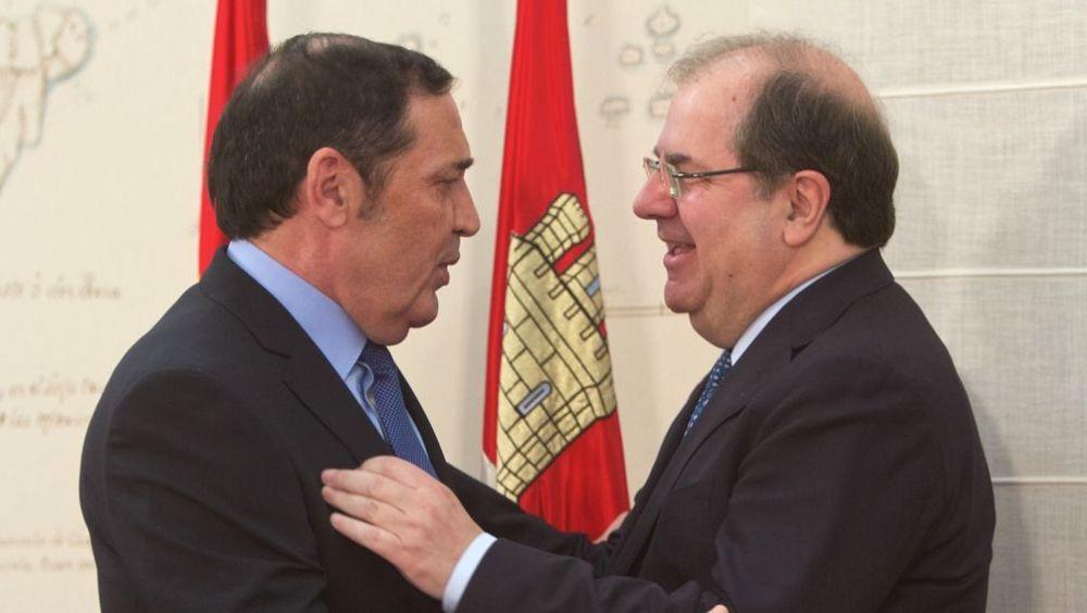 Juan Vicente Herrera, presidente de la Junta de Castilla y León junto a Antonio María Sáez Aguado, consejero de Sanidad