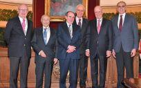 El doctor Francisco Ivorra, presidente de Asisa, junto a los representantes de la Real Academia Nacional de Medicina de España y el consejero de Sanidad de la Comunidad de Madrid, Enrique Ruiz Escudero