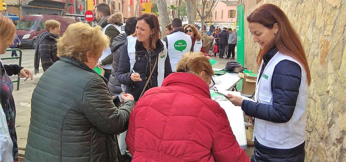 Recogida de firmas en apoyo de la ILP para proteger la seguridad del paciente