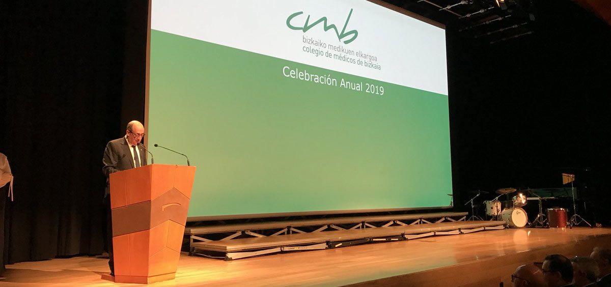 El doctor Cosme Naveda, presidente del Colegio de Médicos de Bizkaia (CMB), durante su intervención