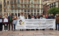 Concentración de miembros de la Asociación Alumbra, en Málaga, el pasado 18 de enero.