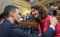 Pedro Sánchez, presidente del Gobierno, junto a María Jesús Montero, ministra de Hacienda (Foto: Flickr PSOE).