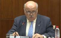 Jesús Aguirre, consejero de Salud y Familias de Andalucía, interviniendo en Comisión.