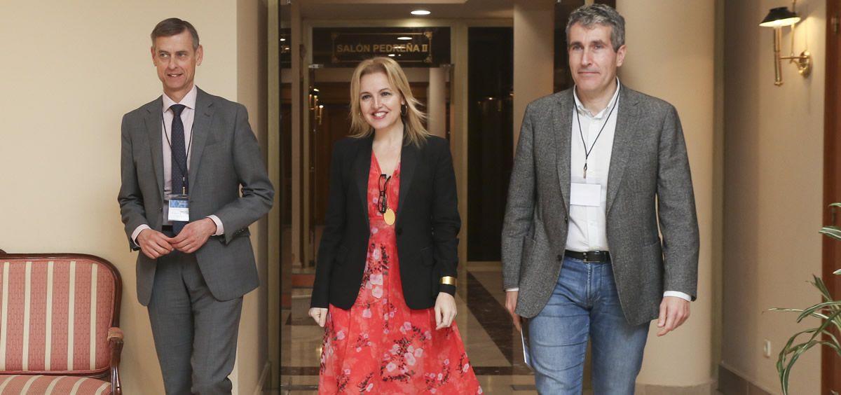 La directora de la ONT, Beatriz Domínguez-Gil, en el centro de la imagen, acompañada de José Luis López del Moral y Eduardo Miñambres | Foto: Natalia Rasillo