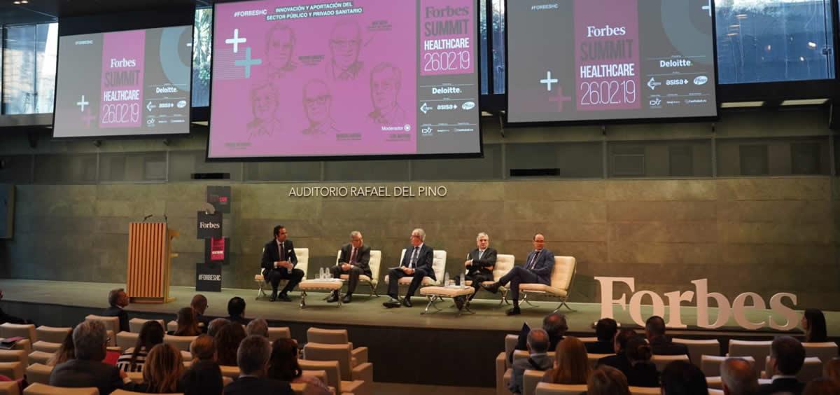 Mesa del congreso 'Forbes Summit Healthcare' donde se ha debatido la innovación en el sector sanitario público y privado