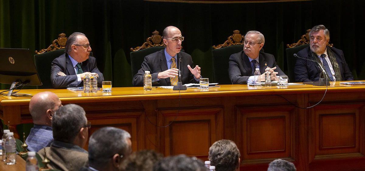 El consejero de Sanidad, Jesús Vázquez Almuiña, en la asamblea del Consejo General de Colegios Oficiales de Médicos de España celebrada la pasada semana en Santiago.