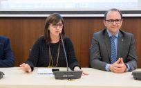 La directora gerente del Servicio de Salud de Castilla-La Mancha (Sescam), Regina Leal, en el centro de la imagen