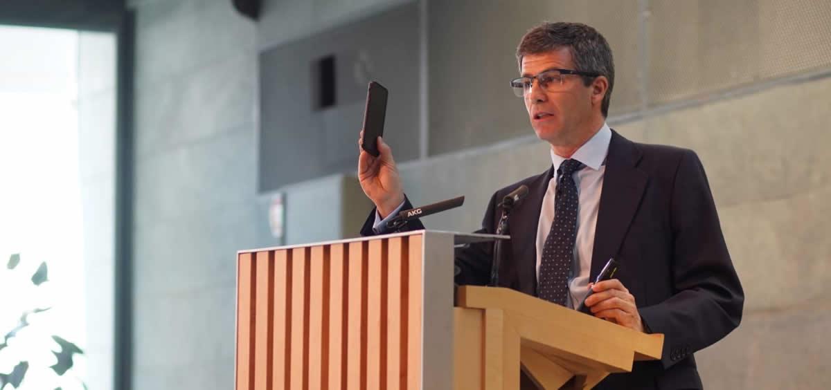 Adolfo Fernández Valmayor durante la presentación de la receta electrónica privada