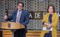 De izquierda a derecha: José María Vergeles, Azucena Martí y Ceciliano Franco, en la presentación del 'Informe 2018 de Alcohol, Tabaco y Drogas Ilegales en España'
