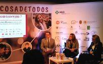 Los doctores Federico Martinón Torres, Mar Ramírez y Esther Redondo en la presentación de la campaña