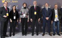 Miembros de EY y Bristol con Enrique Ruiz Escuero, consejero de Sanidad, durante la presentación del decálogo