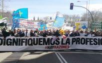 Sindicatos profesionales y estudiantes de medicina en la manifestacion celebrada el año pasado en Madrid.