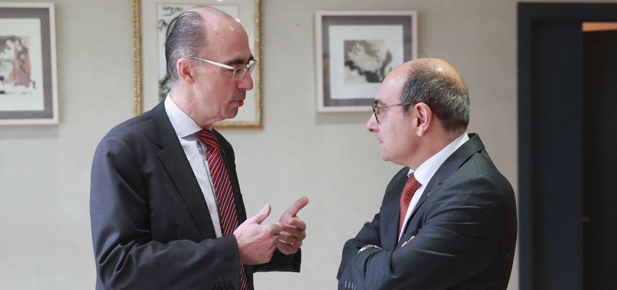 Jesús Vázquez Almuiña, consejero de Sanidad de Galicia y Jon Darpón, su homólogo del País Vasco