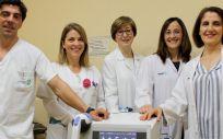 Profesionales de Rehabilitación del Hospital de Toledo con el nuevo equipo