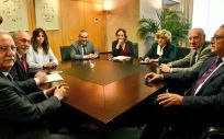 Imagen del encuentro entre la ministra de Sanidad, María Luisa Carcedo y los responsables del Foro de la Profesión Médica y CESM.