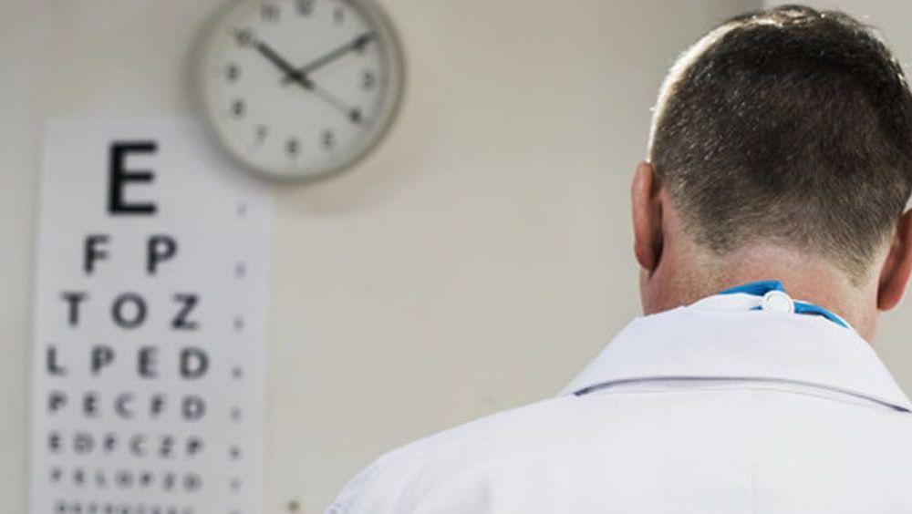 Especialistas en oftalmología analizan la evolución del tratamiento de la DMAEn, principal causa de pérdida de visión grave e irreversible
