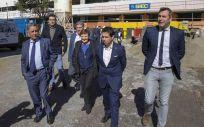 El presidente y la consejera, tras recorres las obras de construcción del centro de salud (Miguel López)