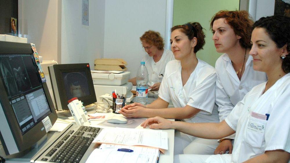Las cifras de la mujer en Sanidad, el sector laboral más femenino.