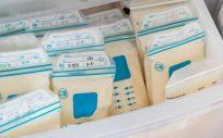 La leche extraída se congela a -20º C y se entrega en un plazo máximo de 15 días