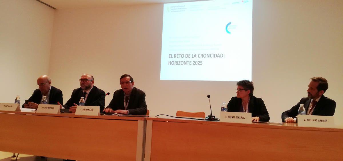Ponentes en la mesa redonda: 'El reto de la cronicidad: Horizonte 2025' celebrada en el XI Congreso de Atención Sanitaria al Paciente Crónico de Mérida