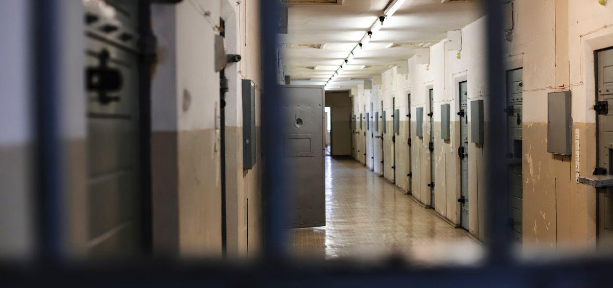 CSIF-Prisiones y la Asociación Pro Derechos Humanos de Andalucía (Apdha) critican la forma de actuar de Instituciones Penitenciarias y el Ministerio de Interior al permitir un estudio con presos violentos en las cárceles de Huelva y Córdoba.
