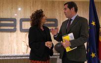 El presidente de CEOE, Antonio Garamendi, junto a la ministra de Hacienda, María Jesús Montero