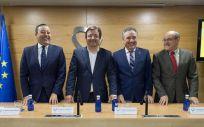El presidente de la Junta de Extremadura, Guillermo Fernández Vara, en el centro de la imagen, durante la inauguración de la nueva sede del Colegio de Dentistas de Extremadura