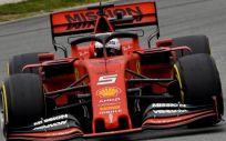 El Ferrari de este año con la publicidad de la compañía de tabaco Philip Morris International