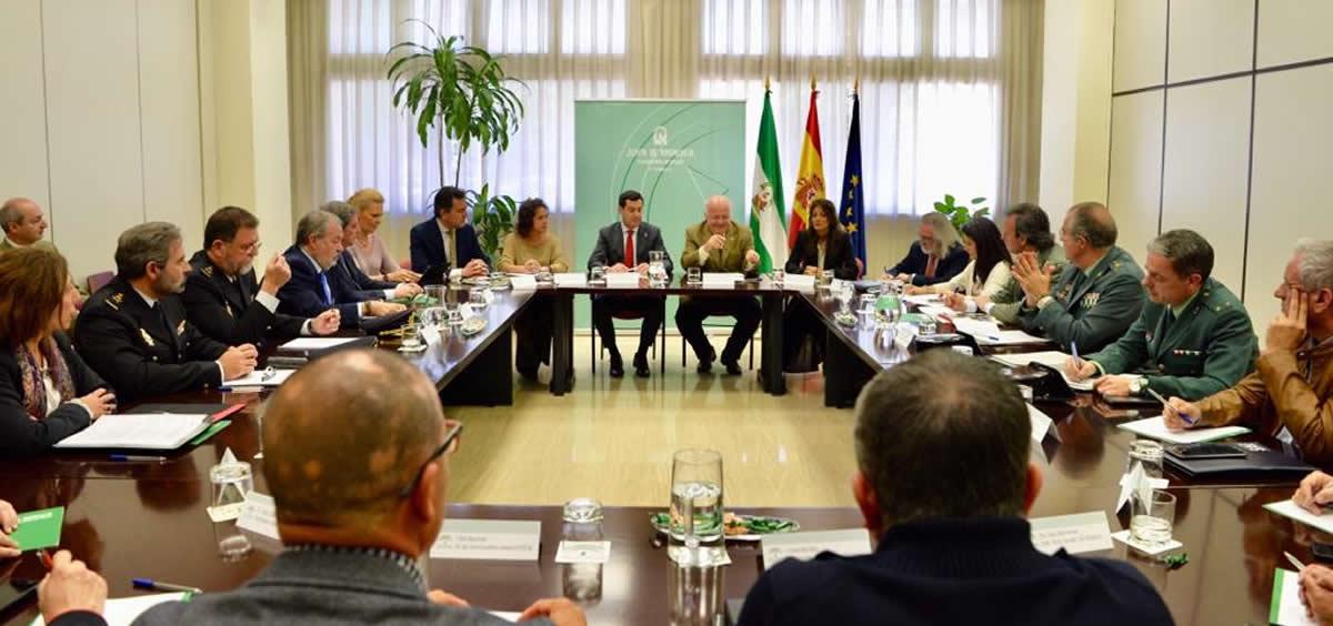 Moreno y Aguirre, durante la reunión para la constitución del grupo de trabajo para la prevención de agresiones a los profesionales sanitarios en Andalucía