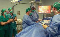 Médicos andaluces se ofrecen a la Consejería de Salud para operar en fin de semana para ayudar a reducir las listas de espera.