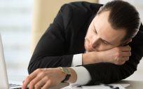 Uno de los principales síntomas de la narcolepsia es la excesiva somnolencia durante el día (Foto. Freepik)