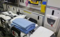 Una joven de unos 27 años agrede a cuatro profesionales tras ser atendida en una ambulancia
