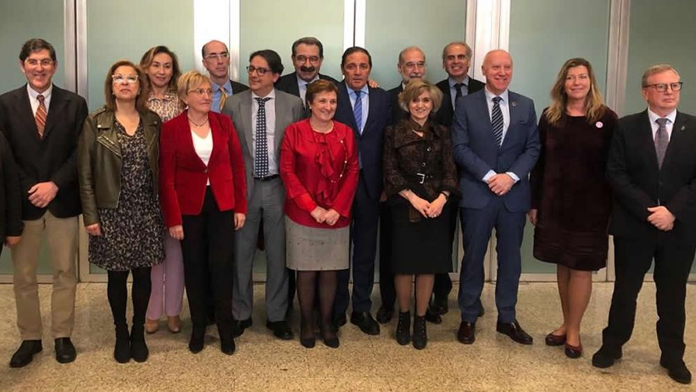 Foto de familia de la ministra de Sanidad, junto a los consejeros del ramo, durante el monográfico de Atención Primaria en el Ministerio