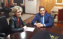 María Luisa Carcedo y Antonio María Sáez Aguado, reunidos en el Ministerio de Sanidad, Consumo y Bienestar Social