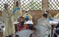 Médicos de la OMS llevando a cabo medidas preventivas contra el ébola en la República Democrática del Congo (Foto. OMS)