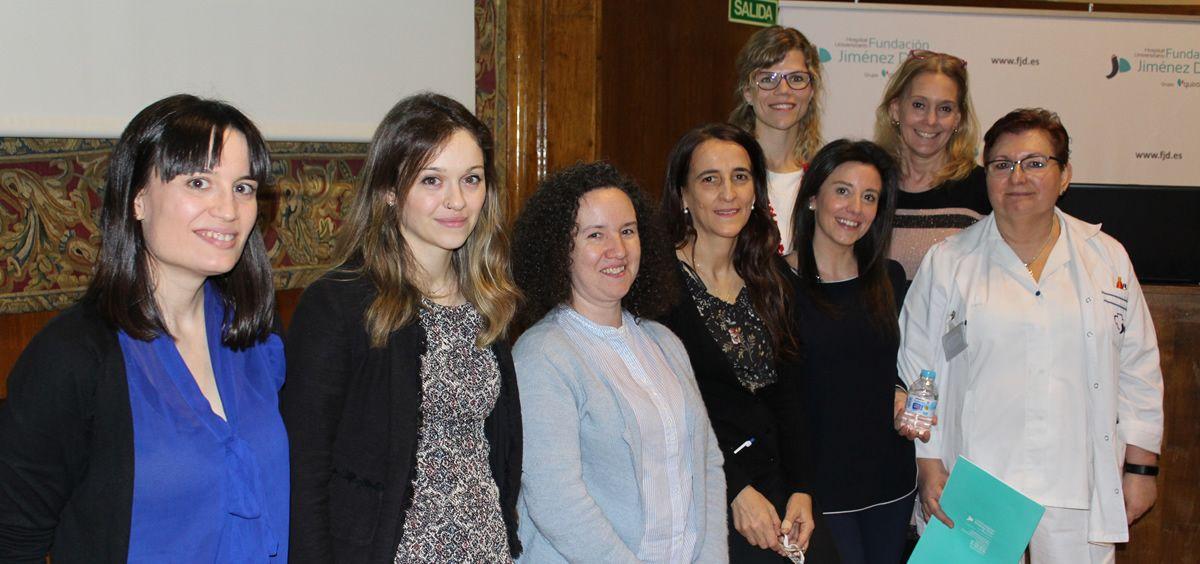 La enfermera Laura Vaquero (segunda por la izquierda) junto a profesionales de la Comisión contra la Violencia del Hospital FJD