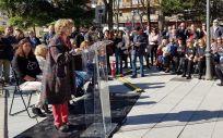 La ministra de Sanidad, María Luisa Carcedo, durante un homanaje a los afectados por el aceite de colza